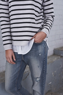 Stripe Pocket merino Knit 41611017 Pale Grey/ Black, Essential fitted shirt 416J3058 White, Boyfriend Jean 416J7054 Denim.